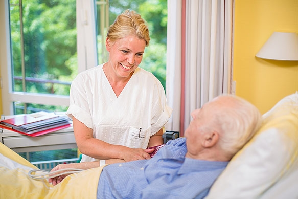 Industriefotograf: Krankenschwester und Patient