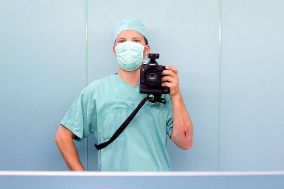 Industriefotograf: Making-Of-Selfie vor der OP im Krankenhaus