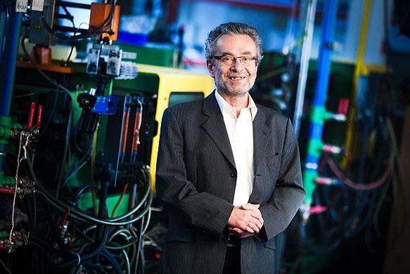 Geschäftsführer Günther Wenske in den Werkshallen der KET Kunststoff- und Elasttechnik GmbH