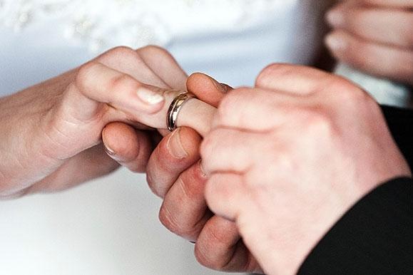 Hochzeitsfotograf - Ringtausch bei kirchlicher Trauung